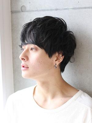 横顔美男子は素敵です。